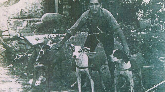 Conoce la historia de los perros contrabandistas en la Aduana con Gibraltar
