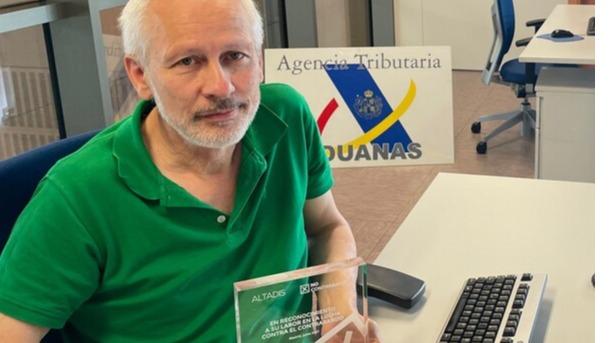 PREMIOS NO CONTRABANDO. D. Jesús Ángel Llorente Arconada  (Servicio de Vigilancia Aduanera):<p> «La medida más eficaz para acabar con el contrabando es no consumirlo»